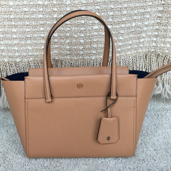 a3b6ab358cb0 New Authentic Tory Burch Small Parker Tote In Tan.  M 596964f96d64bc55fe00c098