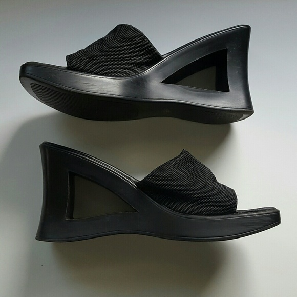 8c9664eabf5 VINTAGE 90s MUDD cut out wedges. M 59695ad36d64bc275d0099bc