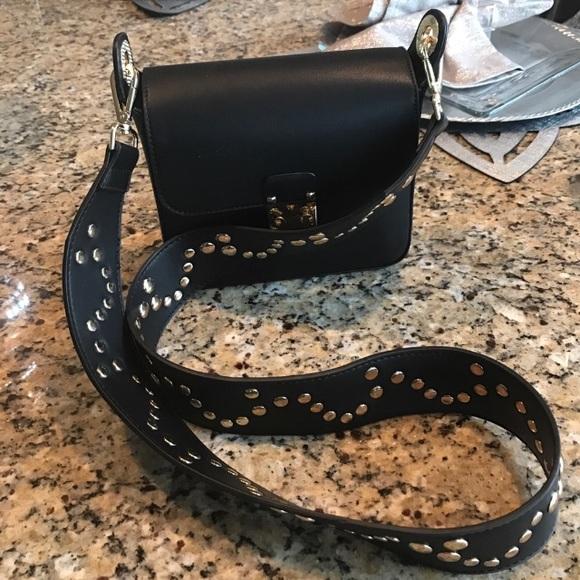 Dream Control Handbags - EUC Wide Strap Blk Cross-body Bag w  Gold Hardware 33ff5bde5