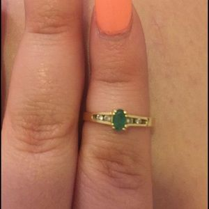 Vintage 14k gold band & emerald with diamonds