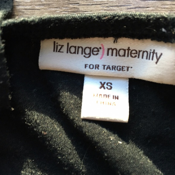Liz Lange for Target Tops - Liz Lange for Target tank top embroidered Neck
