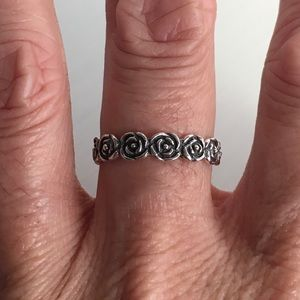 Jewelry - Sterling Silver Eternity Rose 🌹 Ring