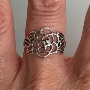 Jewelry - Sterling Silver Thin Wrapped Flower 🌺 Ring