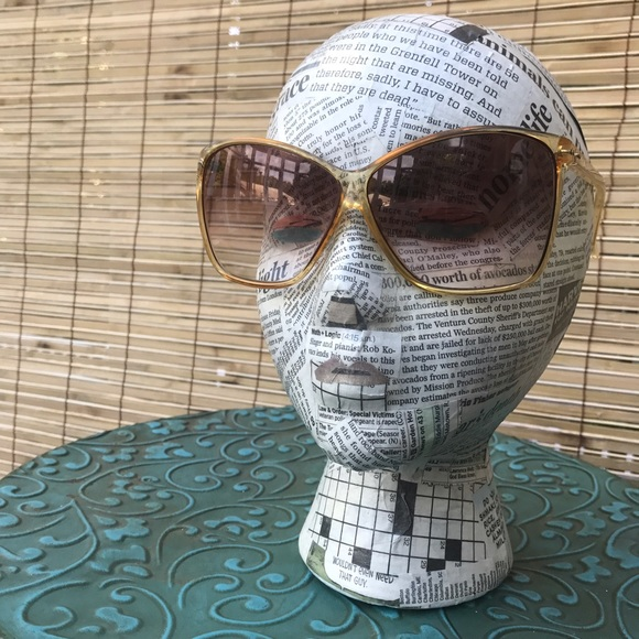bb04160cac032 Annie Saral Accessories - Vintage Annie Saral Sunglasses