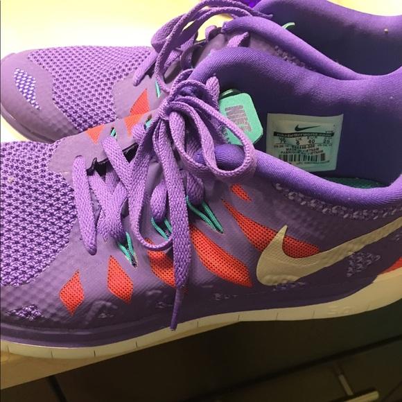 NEW women Nike sneakers size7