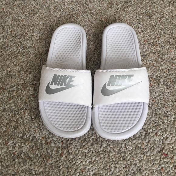 White Nike Slides - women s 6. M 596a2ae6522b459c8e023ad1 1e034ea49c