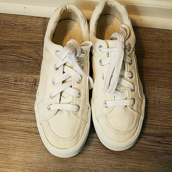 Axel Arigato is a 2-year-old Swedish brand that nailed the white sneaker from the get-go with a crispy pair of kicks. And like the Common Projects, the Clean 90s are made with quality Margom soles.