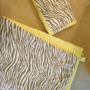 Twin comforter and sham