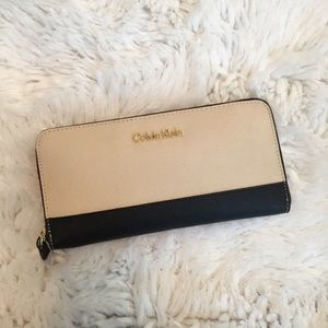 Calvin Klein Zip Around Continental Wallet