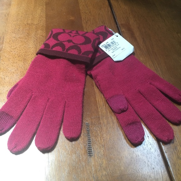 25d0ecd61 Coach Accessories | Knit Logo Touch Gloves | Poshmark