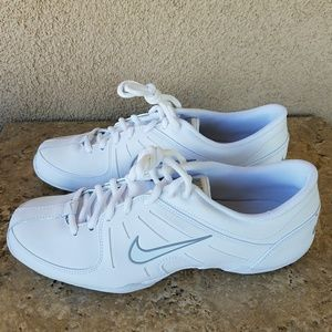 Nike Cheer ll Shoes Size 9 519933-100