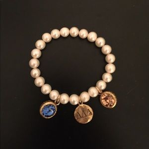 Jewelry - Tri delt pearl bracelet