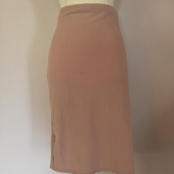 how to wear a bodycon midi skirt
