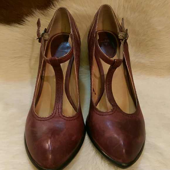 18da7f47edd5 Frye Shoes - Frye Betty T Strap Pump