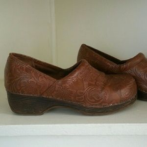 Bass tooled embossed paisley clogs shoes