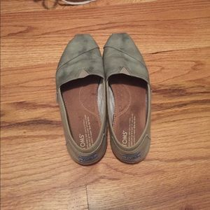 toms in great condition!!