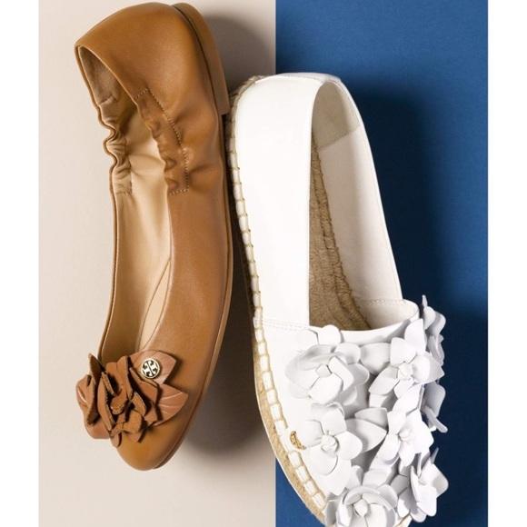 5a7d13965c72 Tory Burch    Blossom Leather Ballet Flat. M 596ad01c56b2d667a0031237