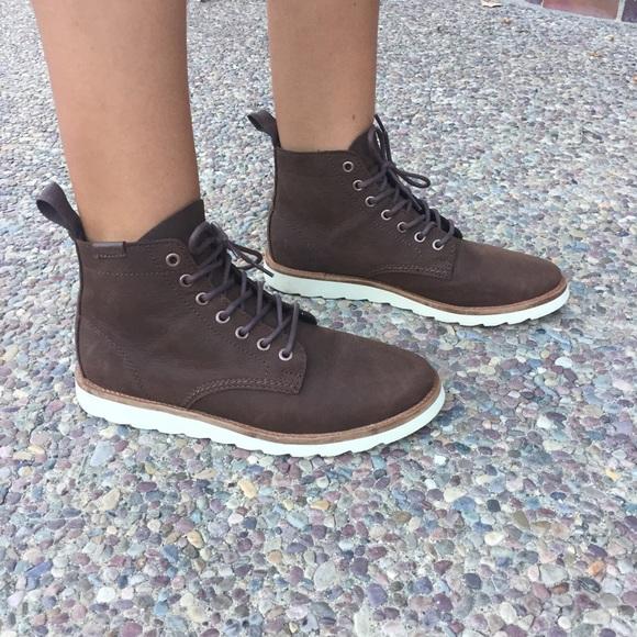 7721843aab5 ⚡️FINAL PRICE⚡️ VANS women's Sahara Boot!!