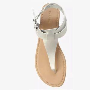 NEW Torrid Sz 8 Silvr Faux Leather T-Strap Sandals