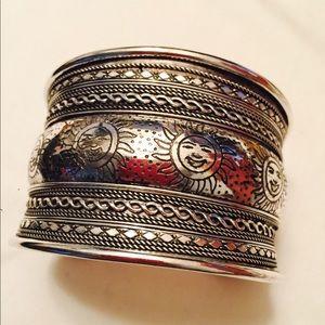 Jewelry - Beautiful smiling sun face cuff bracelet.