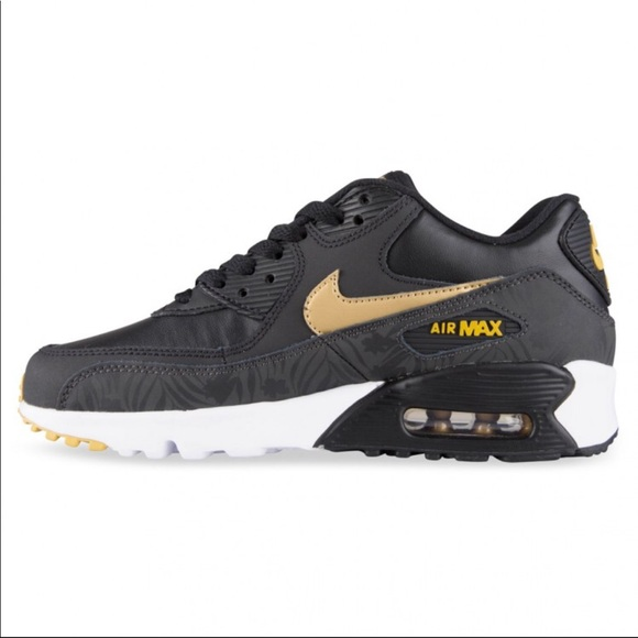 sports shoes 8cc13 1966e New Retro Nike Air Max 90 Sneakers Black Gold