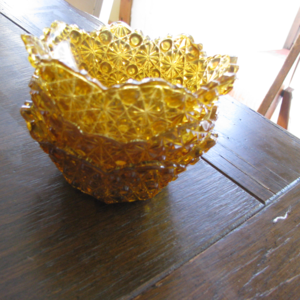 ONE bowl Yellow daisy pattern Duncan amber glass