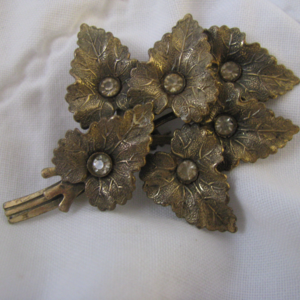 Detailed bronzed vintage leaves pin