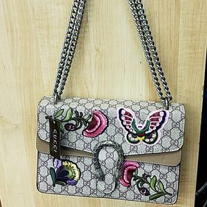 Handbags - Well made Gucci purse feel free to ask any questio