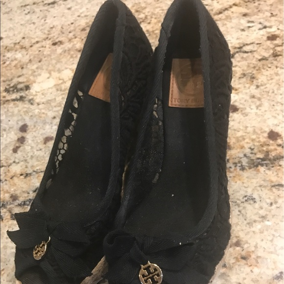 Tory Espadrille Burch scarpe   Jackie Lace Espadrille Tory Wedge Nero   Poshmark d9f46e