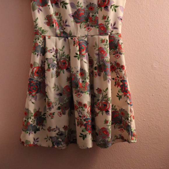 Forever 21 Dresses - NWOT Floral Short Sleeve Dress