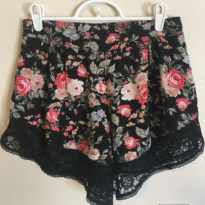 BAND OF GYPSIES • Urban Outfitters• Shorts • SZ XS