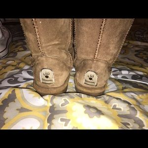 Shoes - Gently used!! Bearpaw boots!!!