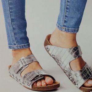Sam & Libby Birk-like silver sandles sz.9