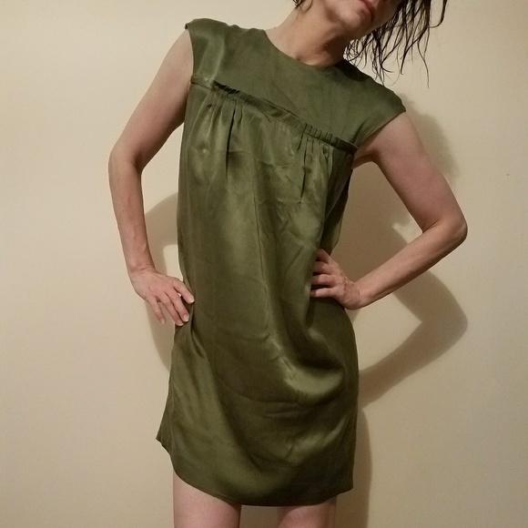 BCBGMaxAzria Dresses & Skirts - BCBGMaxAzri  100% silk dress