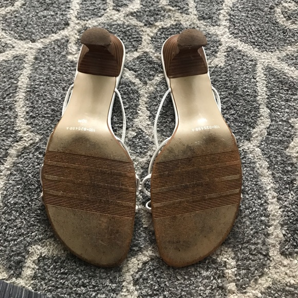 White House Black Market Shoes - EUC White kitten heels