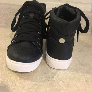 7298f129032 Steve Madden Black Darya High Top Lace Up Sneaker NWT