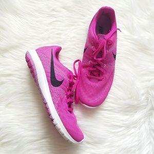 Like New Nike Pink Shoes!