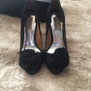 badgley mischka satin heels 