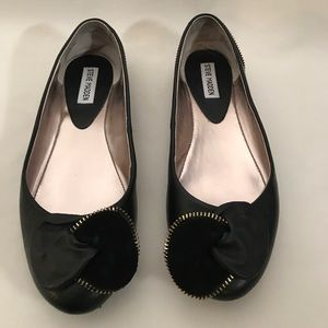 Black Steve Madden flats with a gold accent size 9