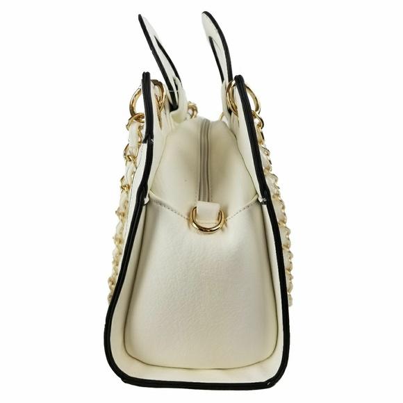 uniqboutique Bags - ❄White Quilted Handbag