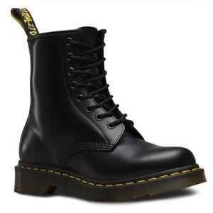 Dr. Martens 1460 Boots Matte Black