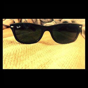Wayfarer Ray Ban Sunglasses- Black