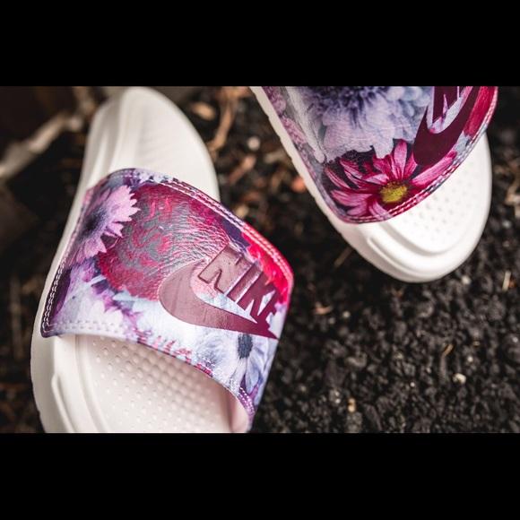 Wmns Nike Benassi JDI Ultra Premium Floral Slides a523bb7b611d