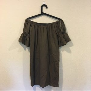Hot & Delicious Dresses - NWT Hot & Delicious pom off the shoulder dress