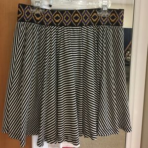 Cute striped skirt with elastic waistband