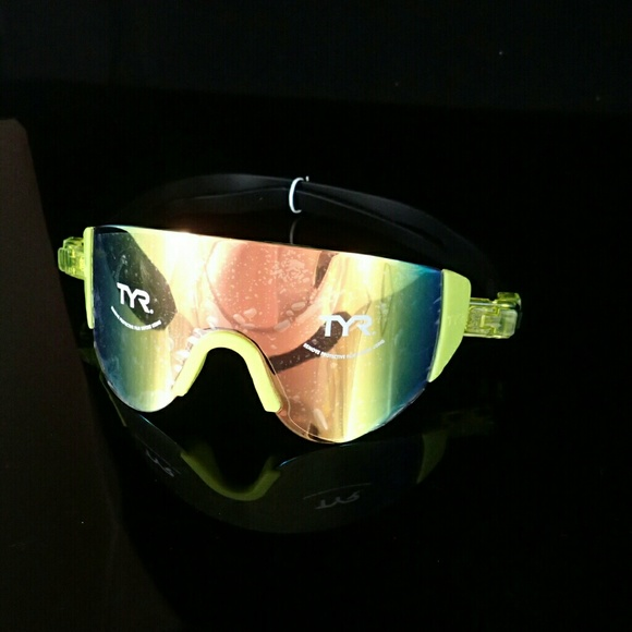 d8cd96912c7 TYR Active Mirrored Renegade Swimshades One Size. M 596d0260d14d7b63240087af