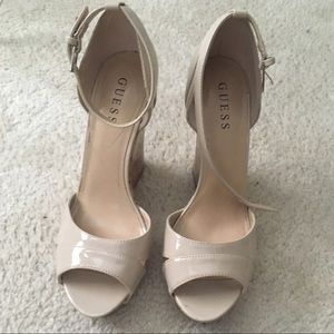 🌸Sexy Creme Guess Wedges🌸