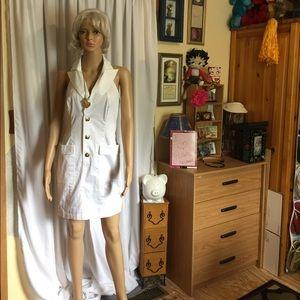 Super cute halter dress by Venus 🎀
