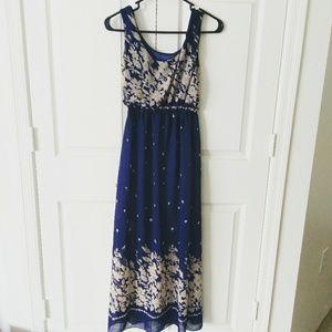 Dresses & Skirts - 🆕 navy floral flowy Maxi dress