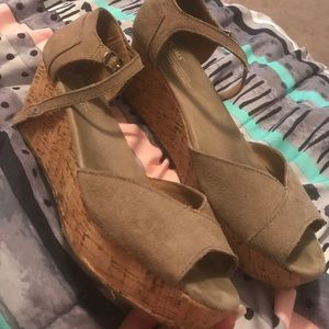 Toms suede tan wedge sandals size 8.5